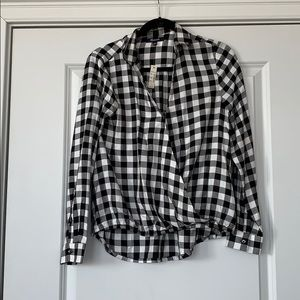 MADEWELL BLACK AND WHITE CROSS OVER COLLARED TOP